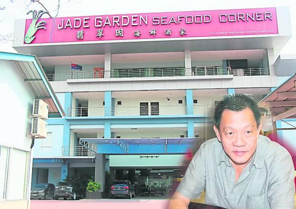 林睦坤表示,耗巨资填海扩建大型海鲜酒楼和旅舍吸引更多旅人前来。