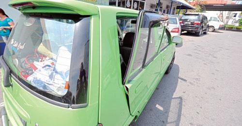车内放环保袋容易引起贼心,奉劝各位勿将环保袋放在车内。