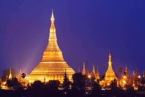 仰光大金塔是驰名世界的佛塔,据传塔内藏了8根释迦牟尼佛祖的头发。