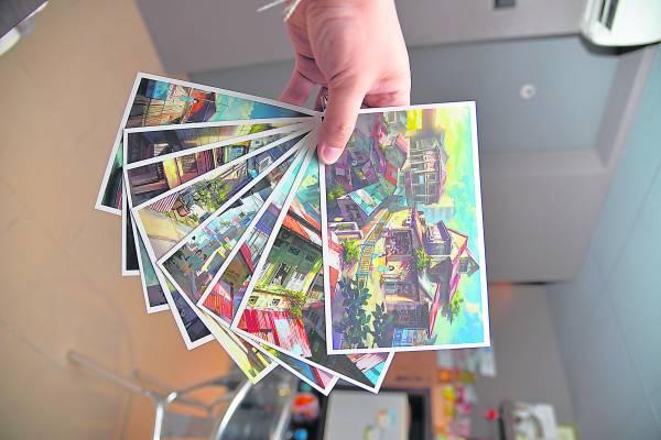 Fei Giap将画作植入在明信片和记录簿,然后拿到市场上售卖,深受国内和国外顾客的青睐。