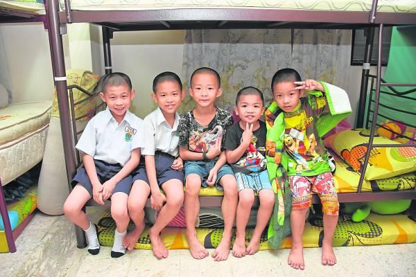 经过Joseph开导与关爱后,孩子们重拾信心与笑容。