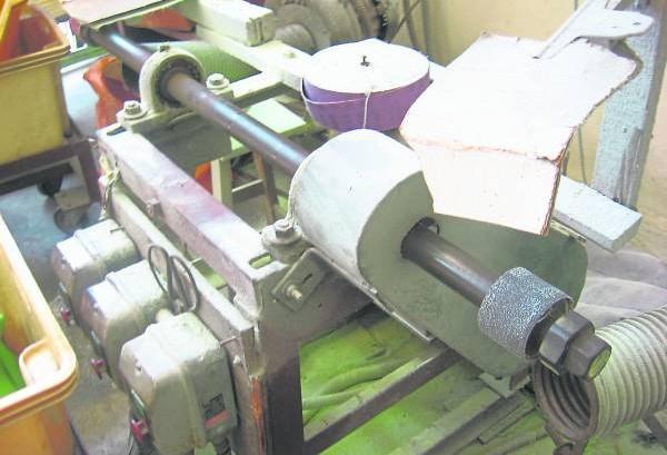 进行设计或打磨,少不了借助这台机器的帮忙。