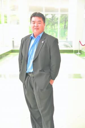 著名互联网商业模式专家Kelvin曹耀群,是亚洲少数专门研究及实践互联网商业模式的专家,协助很多企业从零到百万千万的业绩。 目前是广州大锦囊企业管理有限公司的CEO。