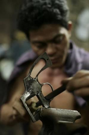 制枪养家:制作一把枪,只需一星期,这些工匠靠此手艺养家糊口。