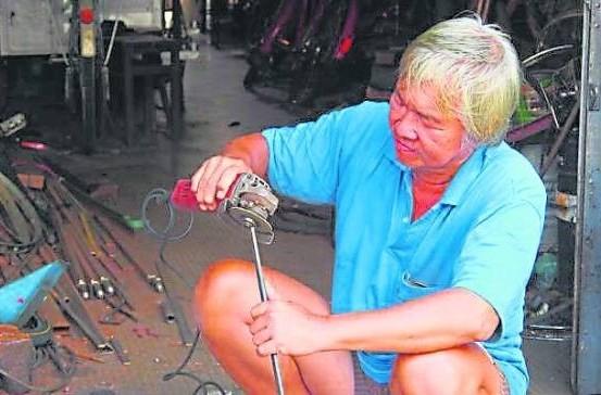 朱友春从事维修及制造三轮车20多年,手艺精湛。