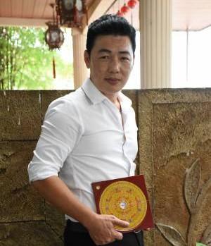 邓诗福师父建议在客厅摆放万年青,有助提升健康运。