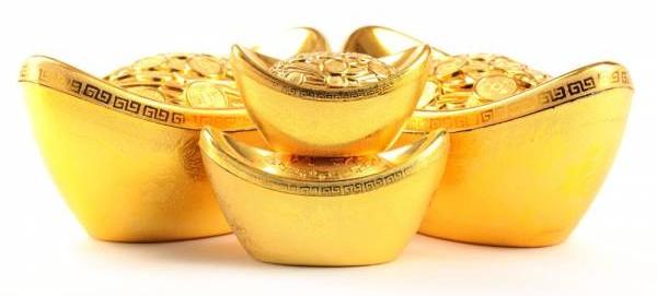 2017年金鸡年五黄煞气大,何师父授招说,在南方的五黄位放五黄塔及摆几个金元宝,有助化煞一家大小平安过年。