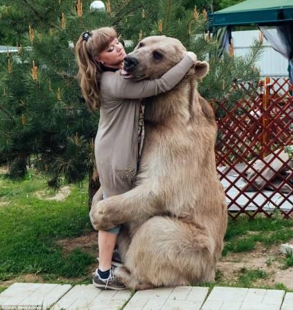 斯特潘很爱撒娇,最喜欢与主人抱抱。