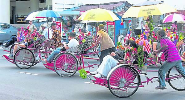 现今的三轮车多数改为接载游客观光用途。