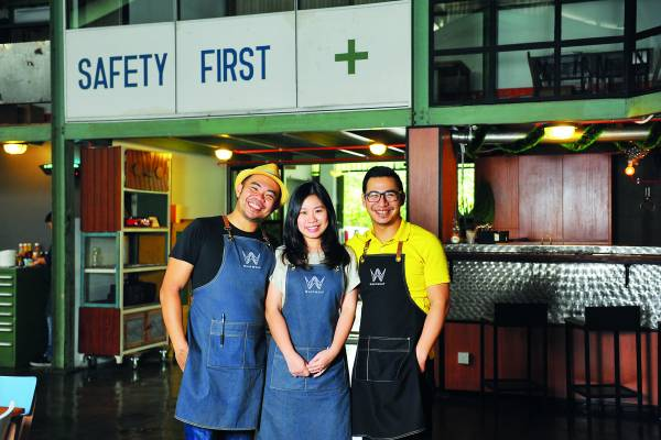 3位共同创办人——Liang负责厨房、PoJoo负责设计、Levi负责咖啡。