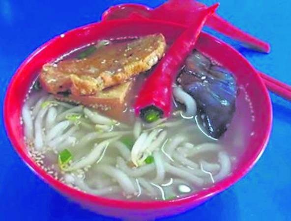 拉湾古打闻名面食:濑粉加酿豆腐