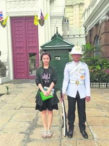 大皇宫外的守卫一脸严肃,连平日活泼搞怪的昕乐也难得正经八百。