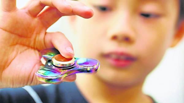 这原本设计给需要的小孩使用的小物品,如今已被众人泛滥扭曲了它原有的功能与功效。