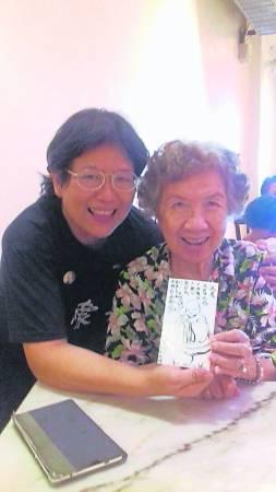 刚过去的母亲节,才与舅妈李素娥一起庆祝,很感谢她当初照顾外婆的辛苦付出。