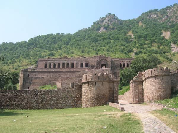 印度最猛鬼的斑嘎城堡,严禁游客在日出前日落后前往观光。