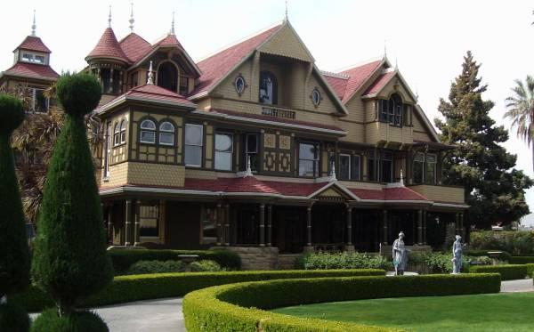 温彻斯特神秘屋是加州圣何塞地区一座出了名的古怪建筑。