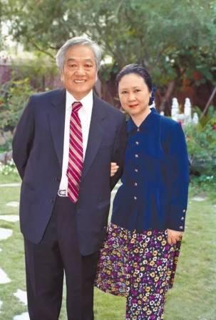 琼瑶与平鑫涛结婚38年,可说是一路携手相伴。