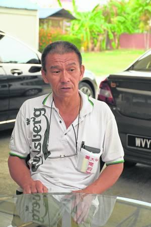 爱大华南府宫庙主陈泽发表示,拿督家里湿漉漉的脚印乃是河魔作祟。