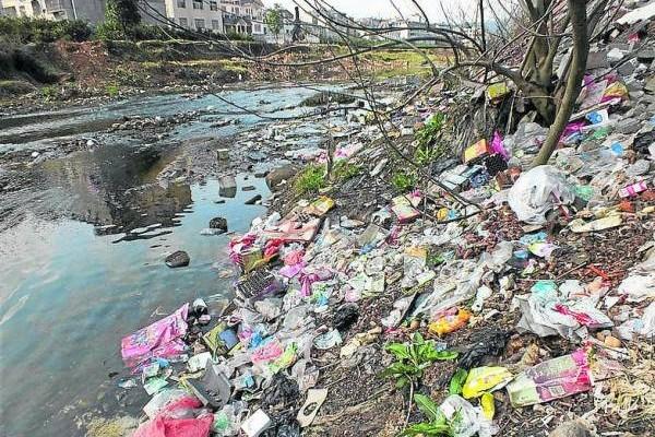 """""""凶水"""",指的是水质污浊、气味腥臭、湍急怒吼的流水,对附近居民的宅运与健康造成不良影响。"""