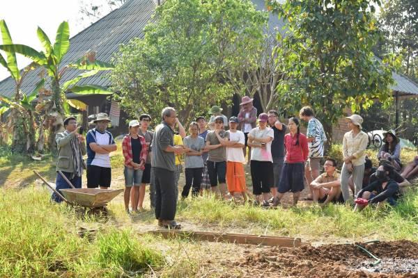 山中高人:国内外学员,来向京泰哥请教有机种植和体会田园生活。