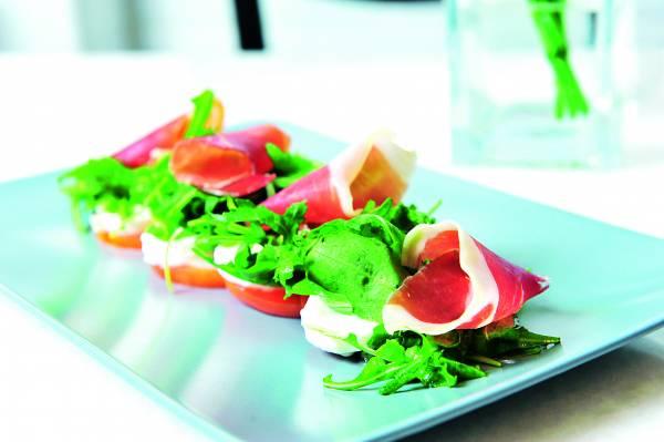 ◆Fresh mozzarella cheese, tomatoes and Jamon ham