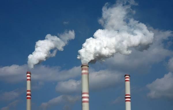 """烟囱排放出来的废气,以风水学来说就是""""晦气"""",大大不利于人体的健康。"""