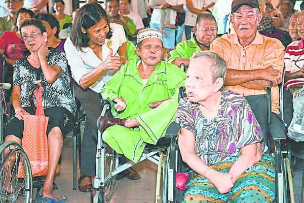 走入双溪毛糯麻疯病院多了解病患,多关心他们,使他们重新感觉人间仍有温暖。