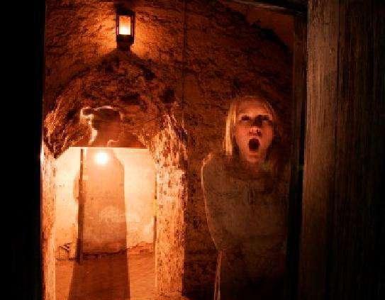 拥有900年历史的爱丁堡城堡是苏格兰最著名的闹鬼地方之一,在这里,人们常会看到虚幻的影子走过。