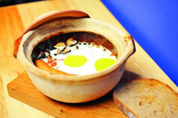 """为了配合部分马六甲人在初一十五有茹素的习惯,""""Breakfast in-a-pot""""还推出了素食版本。"""