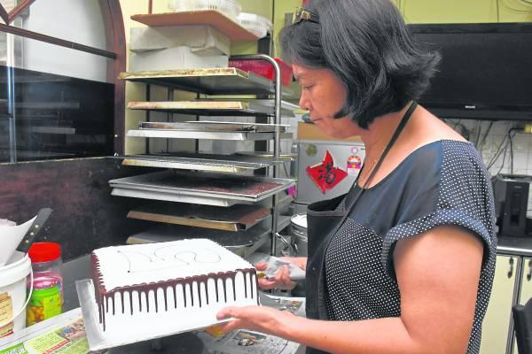 以手工用心制作出的蛋糕和面包香气四溢,让顾客们吃到最古早的好滋味!