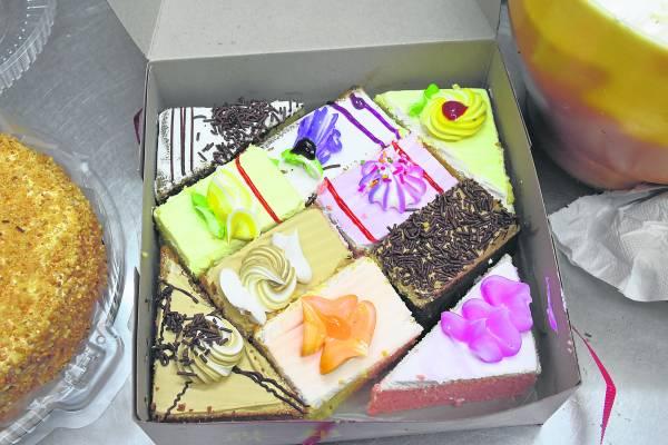 充满儿时回忆的花朵小蛋糕。