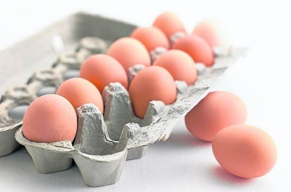 """鸡蛋是一种百搭的桌上肴,可是原来鸡蛋除了可以吃、孵出小鸡之外,原来用热腾腾的水煮蛋在身上""""滚来滚去"""",可以除掉体内的湿毒和吸风气出来。"""