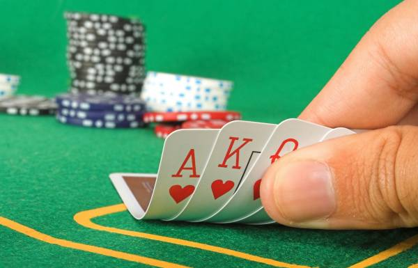在赌桌上人人都想赢,但多数都十赌九输。