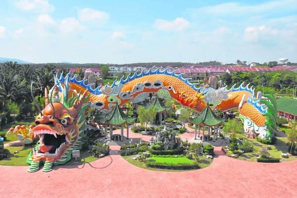 东南亚最长龙身塑像