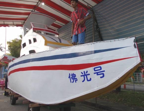 新山茂奥斯丁花园庆中元的木制法船,全柔佛州仅有一艘。
