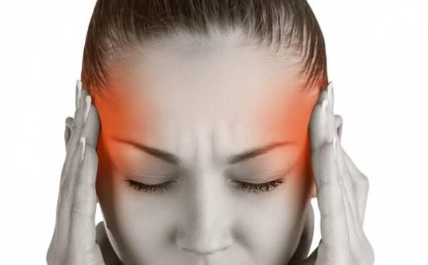 偏头痛是一种出现反复轻度或重度头痛的慢性疾病,令人十分痛苦。如果每次头痛都吃止痛药,也会有很大的副作用。而网络就教大家在绿茶里加入黑糖,即能治疗偏头痛。