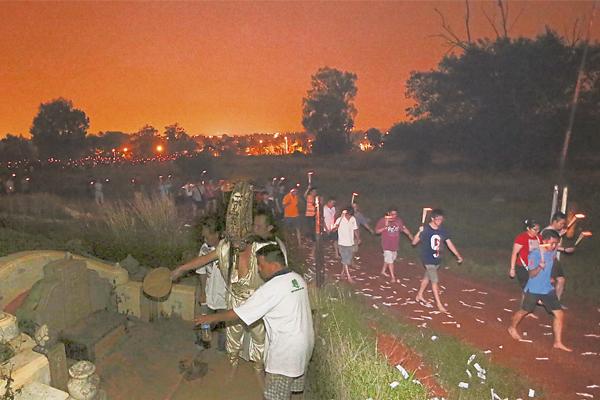 地方府每年农历七月十三游山头,吸引来自各地善信参与,信众人数高达3000人。