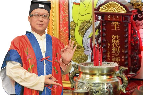 若想在七月求财,王忠文道长建议,不妨拜家中的祖先,诚心祈求自是有求必应。