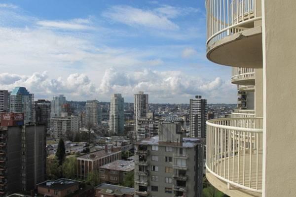 阳台是公寓式住宅的聚气藏风的关键所在,它所处的外界环境会通过各种形式来影响住家的财运。