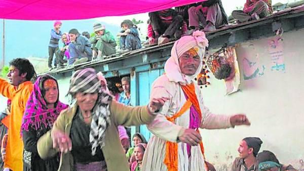 村民说,这次召魂附体是为了治好一位女青年的不孕症。