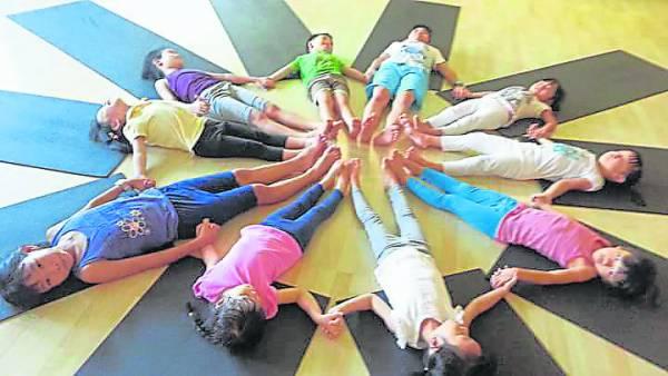 小朋友可在愉快的环境下练习瑜伽,保持身体的柔韧性,尽情享受其中乐趣。