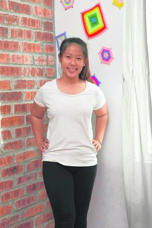 瑜伽导师Crystal Ong表示儿童在过程中学会集中注意力、控制情绪、发挥想象力,提高自信心。