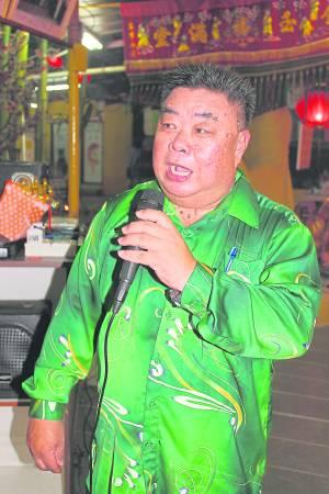 寿龟庙主席庄乙豹透露,今年拿督公特别眷顾庙里有缘的理事,大派横财给他们。