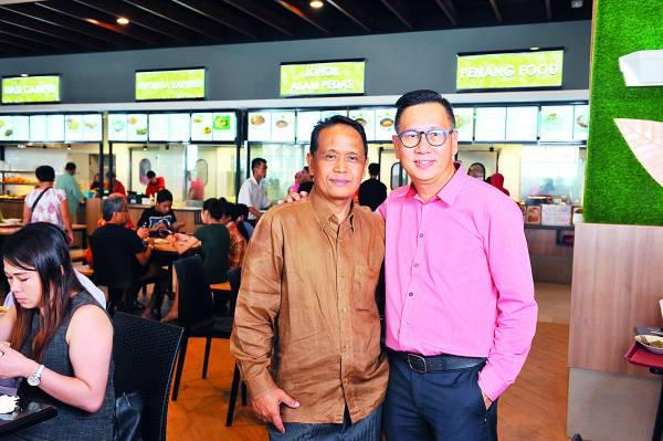 ◆Food Avenue的2位经理Danny(右)和Kashim(左)。