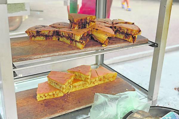 不论白砂糖或黄砂糖口味的曼煎糕,都一样散发着诱人的香味。
