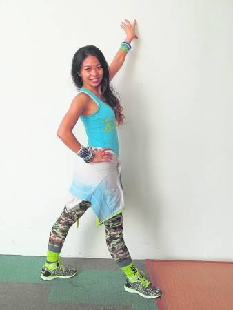 因为生育而停止跳舞变胖的Christina,体重曾狂飙69公斤,后来她决心跳舞减肥,誓要恢复美态!