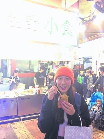 """没想到洪紫涵竟然对香港臭豆腐爱不释""""口""""!"""