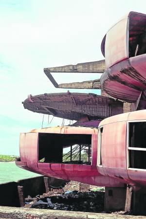 飞碟屋的玻璃大部份都已破损,甚至部分屋状已倒塌、钢筋外露,但仍有种很特殊的颓圮美感,因此吸引许多摄影爱好者前往。