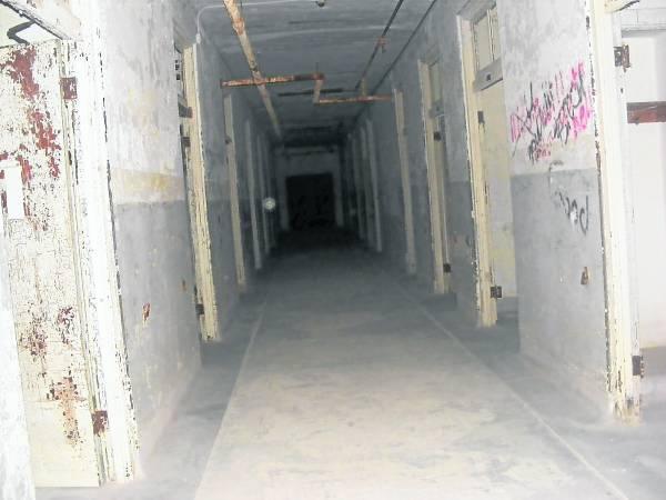 """当年的医生非常""""贴心"""",担心病逝者会影响其他病患的情绪,所以特别修建一条运尸槽,从此就成为著名的""""死亡隧道""""。"""
