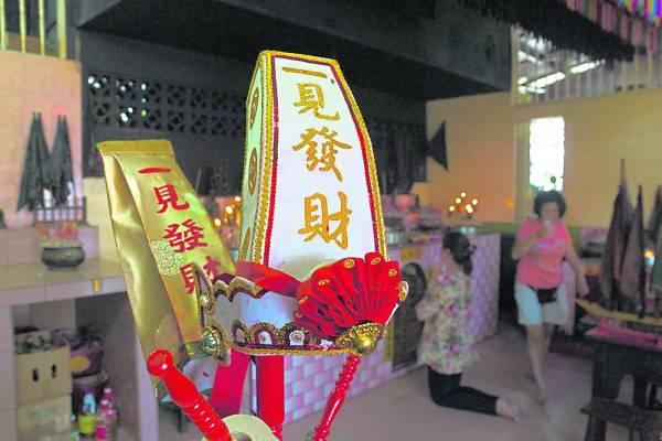 农历七月,巡阴府虽然没有聘请大戏歌台,不过也会有拜祭仪式,开放给善信参与,不过只有一天,也就是七月十五日 。
